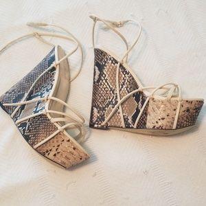 Shoe Dazzle Snakeskin wedges size 9
